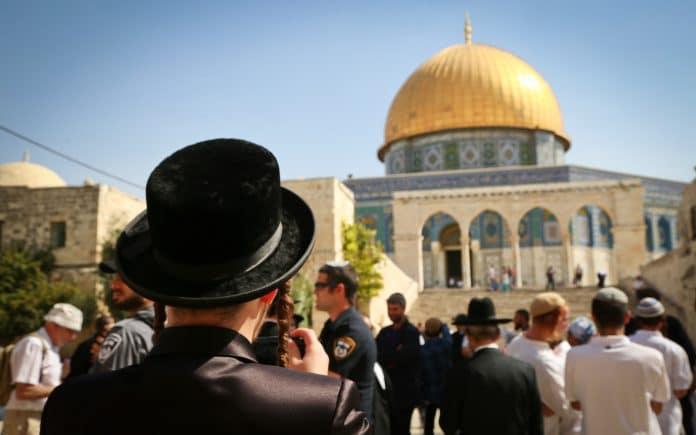 Des dizaines de colons israéliens prennent d'assaut Al-Aqsa pendant la réouverture