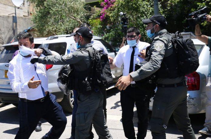 Israël empêche les Palestiniens de manifester leur solidarité avec l'imam de la mosquée Al-Aqsa