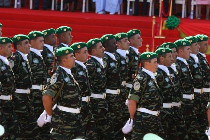 L'Algérie construit une nouvelle base militaire en face d'un camp militaire marocain