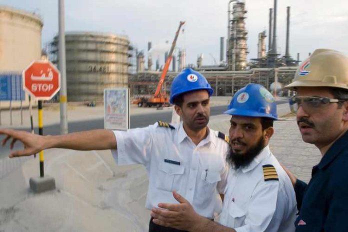 Le Koweït va réduire considérablement la population d'expatriés et encourage les nationaux à travailler