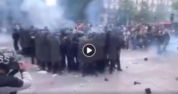 Paris un gendarme se fait lyncher en marge des manifestations pour Adama Traoré
