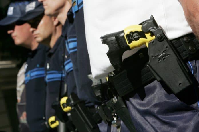 Police - la technique d'étranglement va être remplacée par le Taser annonce Christophe Castaner