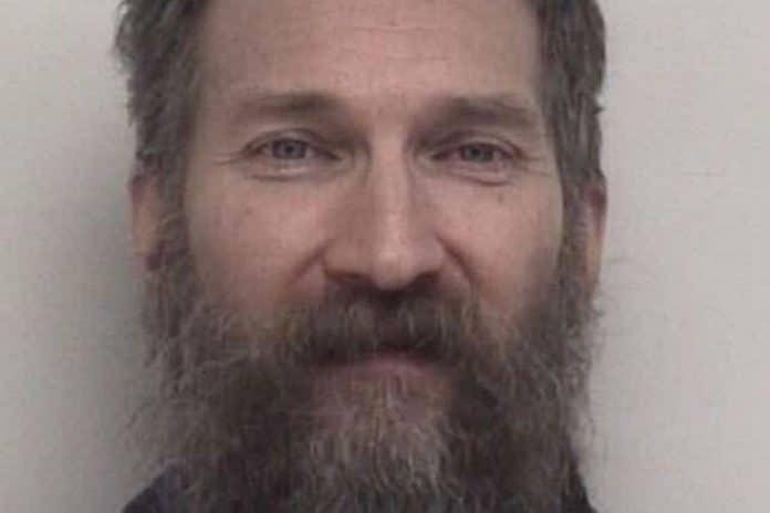 Procès - un homme accusé de cannibalisme tuait puis mangeait ses victimes rencontrées sur Grind
