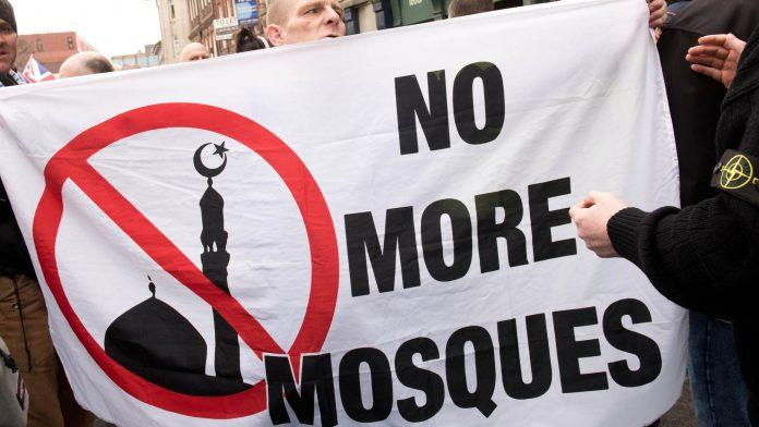 Royaume-Uni - les politiques craignent une montée de violences après la réouverture des mosquées