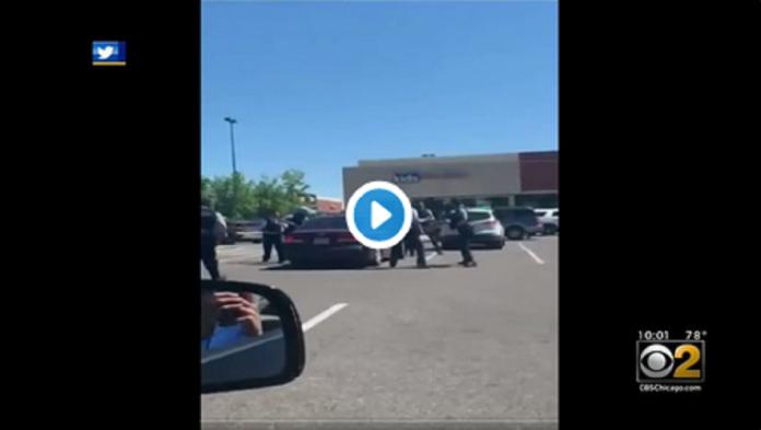 Une Afro-Américaine violemment interpelée et écrasée au sol comme George Floyd - VIDÉO