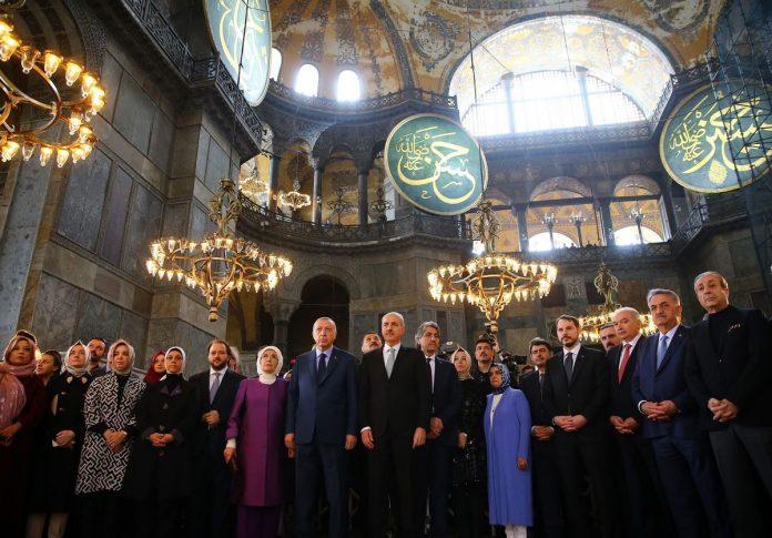 Erdogan défend la conversion de Sainte-Sophie en mosquée et réplique aux critiques
