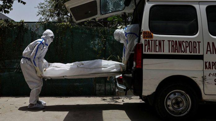 Inde : Un jeune musulman incinère les corps victimes du Covid-19 pour payer les médicaments de sa mère et financer ses études