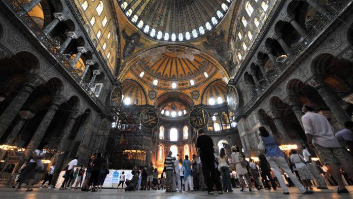 Istanbul - premier appel à la prière à Sainte-Sophie depuis 86 ans