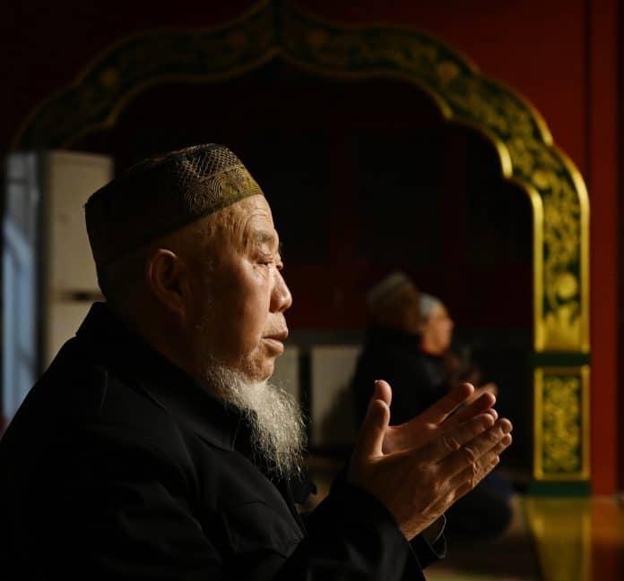 La Chine force des imams ouïghours à danser publiquement pour lutter contre «l'extrémisme religieux»