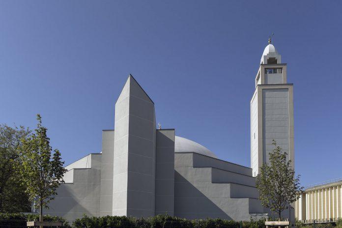 La Grande Mosquée de Lyon organise une cérémonie religieuse en hommage aux familles des cinq enfants décédés sur l'A7