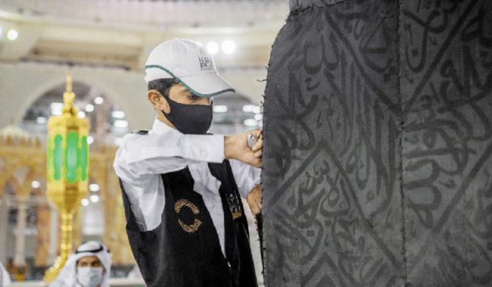 La Kiswa : l'histoire qui se cache derrière le drap qui recouvre la Sainte Kaaba