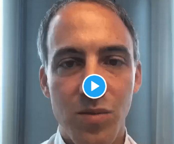 Le député européen Raphael Glucksmann alerte Emmanuel Macron sur la situation des Ouïghours