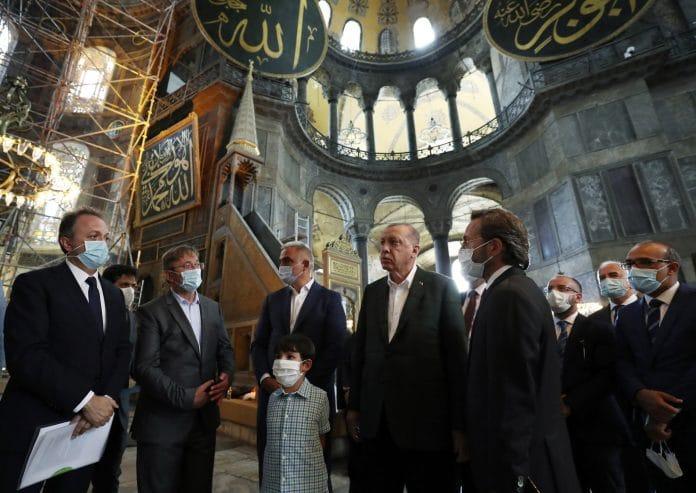 Sainte-Sophie : visite surprise de Recep Erdogan après la reconversion en mosquée