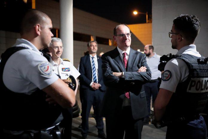 Seine-Saint-Denis - Le Premier ministre Jean Castex en visite surprise au commissariat de La Courneuve