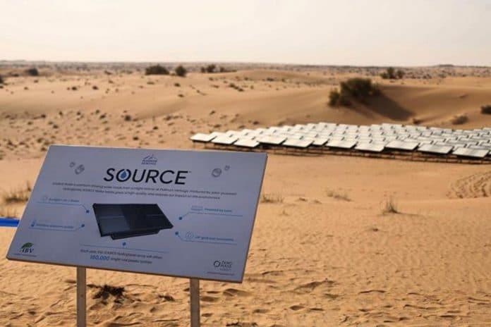 Une entreprise transforme l'air du désert d'Arabie en eau embouteillée