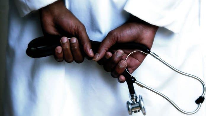 «Globule noir» : un groupe de soignants noirs pour des patients noirs suscite la polémique