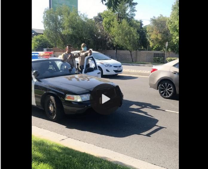 États-Unis : la police arrête 3 adolescents Afro-américains pourtant victimes d'une agression au couteau