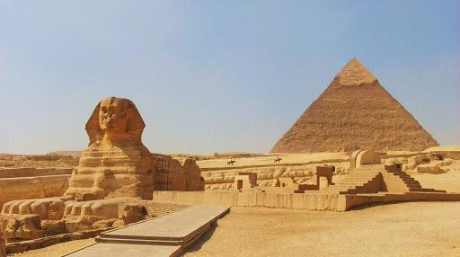 Elon Musk tweete que des extraterrestres ont construit les pyramides d'Egypte