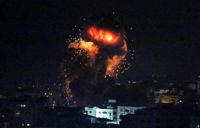 Israël bombarde les positions du Hamas à Gaza