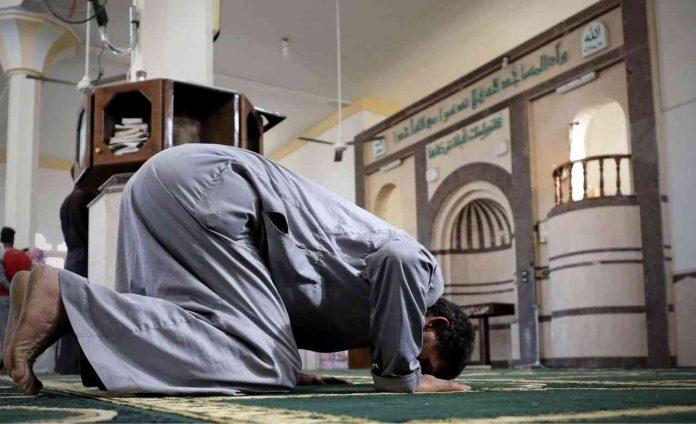 L'Algérie rouvre les mosquées après 5 mois de confinement