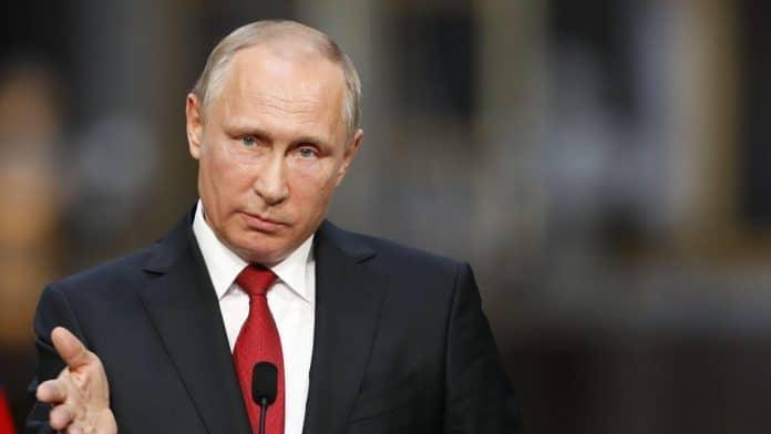 La Russie enregistre le premier vaccin contre le coronavirus au monde, Poutine l'injecte à sa fille