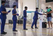 L'aéroport de Dubaï accueille les résidents libanais avec des roses après les explosions de Beyrouth
