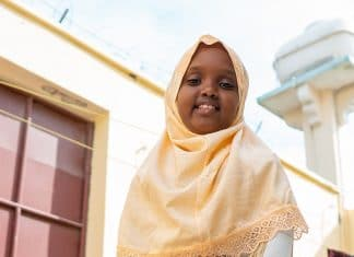 Rencontrez Muwado, la fillette de huit ans qui fait rire la Somalie