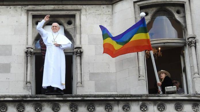 «Dieu les aime tels qu'ils sont» affirme le Pape aux chrétiens LGBT