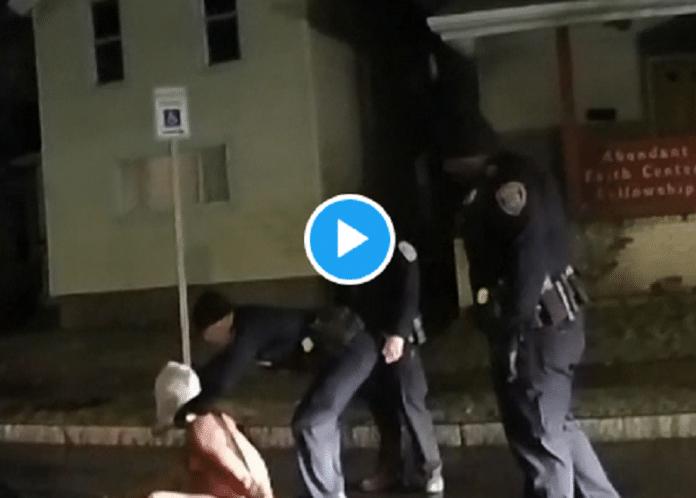 États-Unis : Des policiers forcent un Afro-américain à porter un sac en toile sur la tête, il meurt peu après