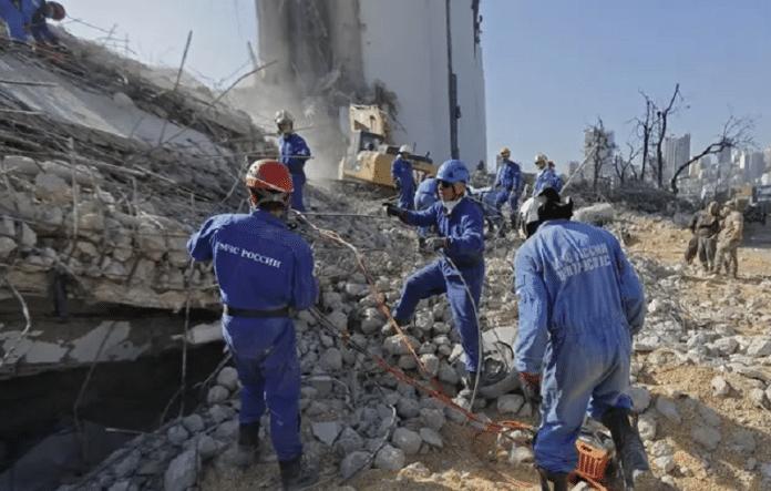 Beyrouth : un mois après l'explosion, un éventuel survivant serait toujours sous les décombres