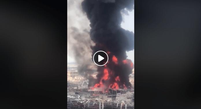 Enorme incendie au port de Beyrouth un mois après les explosions - VIDEO