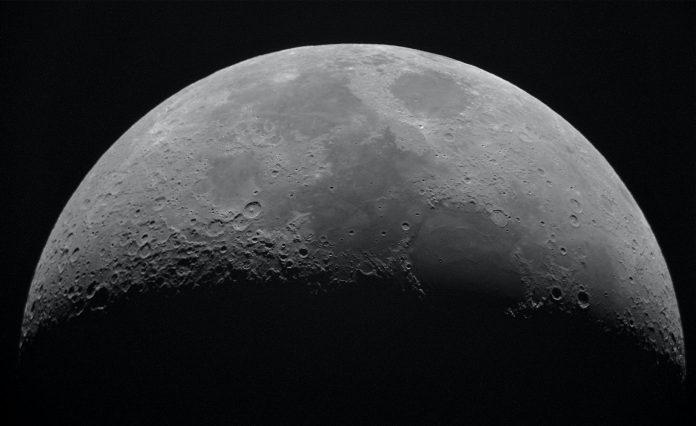 Les scientifiques stupéfaits découvrent que la Lune « rouille »