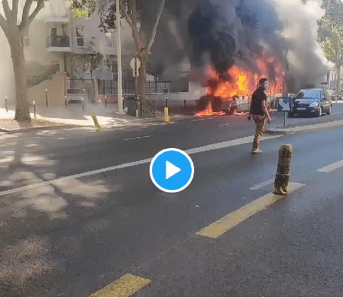 Nanterre : un bus de la RATP prend feu, une explosion entendue - VIDEO