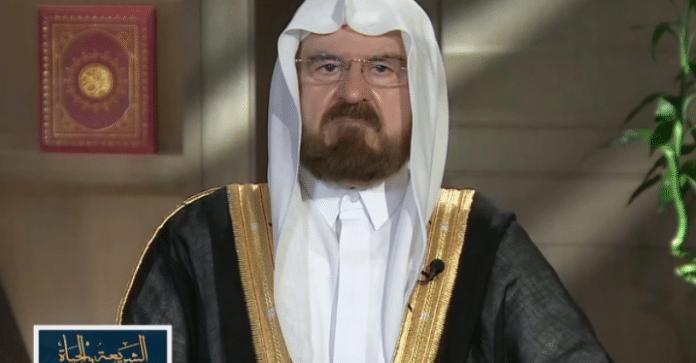 «Ne vous inquiétez pas pour notre religion», Cheikh Ali al-Qaradaghi fustige les remarques de Macron sur l'Islam