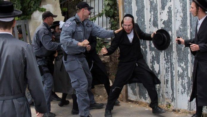 Coronavirus - la police israélienne et les ultra-orthodoxes s'affrontent en raison du confinement
