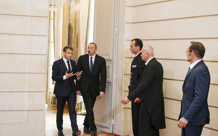 L'Azerbaïdjan demande à Macron de s'excuser pour le commentaire des «militants syriens»