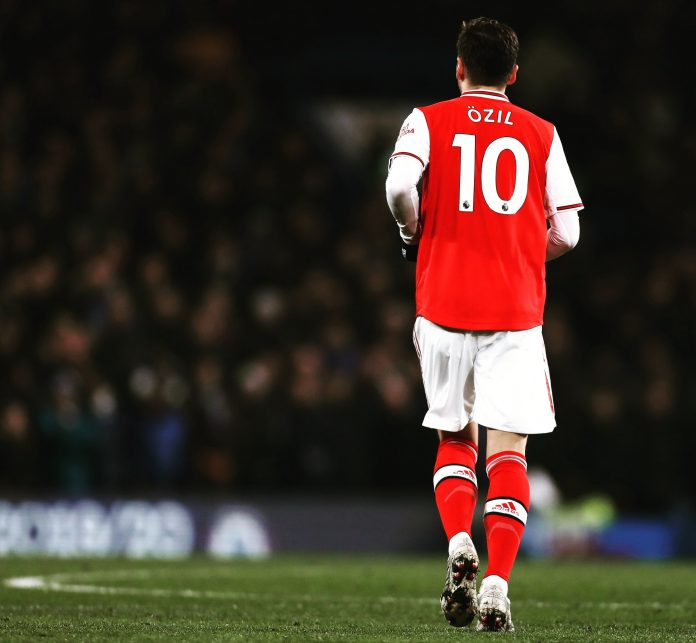 Mesut Ozil exclu de l'équipe d'Arsenal pour sa défense des Ouïghours ?