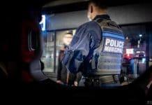 Paris - la police provoque un embouteillage sur le périphérique et verbalise pour non-respect du couvre-feu