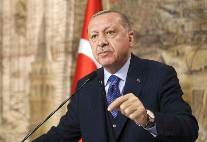 Recep Erdogan défie Macron et défend les musulmans de France