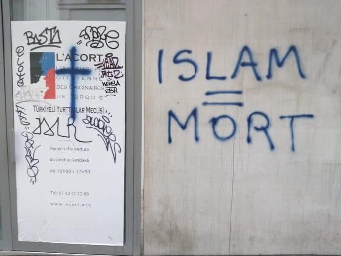 «Islam = Mort » - des tags islamophobes sur les locaux d'une association turque à Paris
