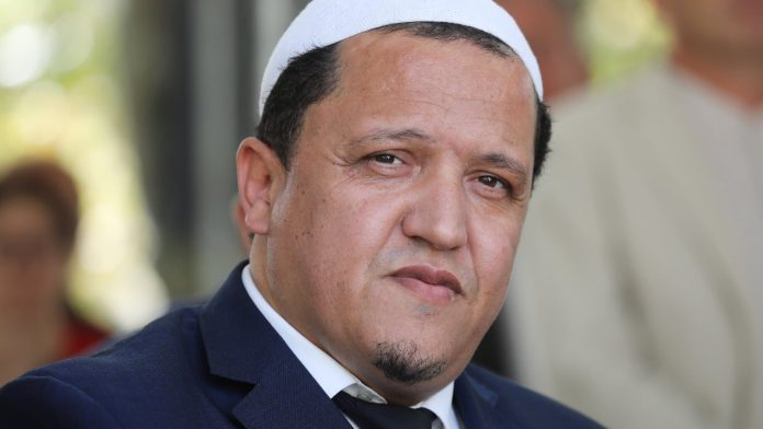 « Un benêt ânonnant des mots convenus » Hassen Chalghoumi dépose plainte contre Ghaleb Bencheikh