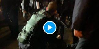 """""""Tu es en France, tu parles Français ! """" un policier traîne par les cheveux une journaliste étrangère - VIDEO (1)"""