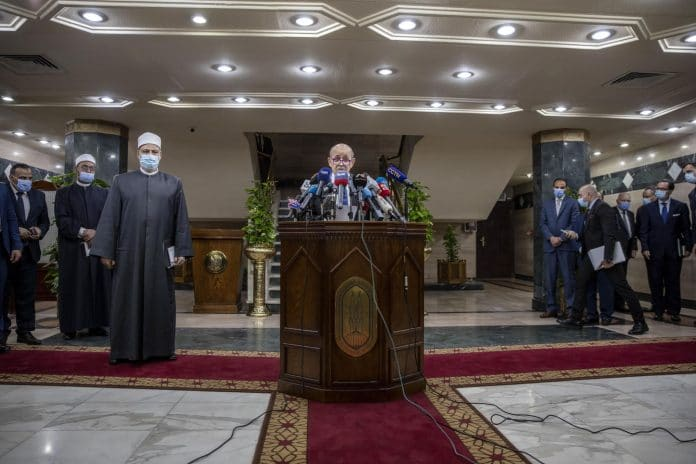 Egypte : Le grand imam d'Al-Azhar recadre Jean-Yves Le Drian sur les insultes faites au Prophète ﷺ
