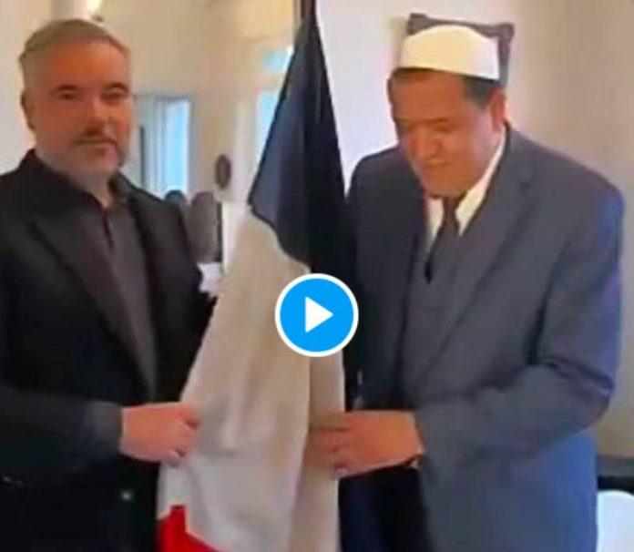 Hassen Chalghoumi béni le drapeau français avec la sourate al-Fatiha -VIDEO