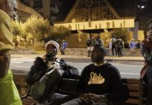 """""""J'étais un raciste, un facho au crâne rasé et maintenant j'aide les migrants"""" témoigne Romuald"""