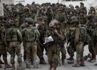 Les soldats israéliens obligent des Palestiniens à se déshabiller puis les kidnappent