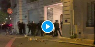 Loi Sécurité Globale des policiers se font charger par des manifestants - VIDEO