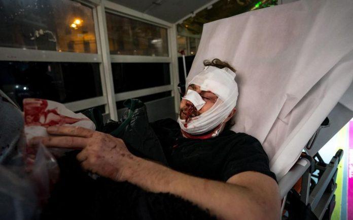 Marches des Libertés - un photographe syrien blessé à coups de matraque par la police