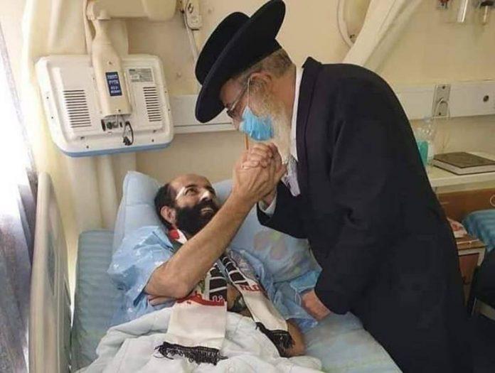 Un imam, un évêque et un rabbin au chevet de Maher al-Akhras en grève de la faim depuis 100 jours