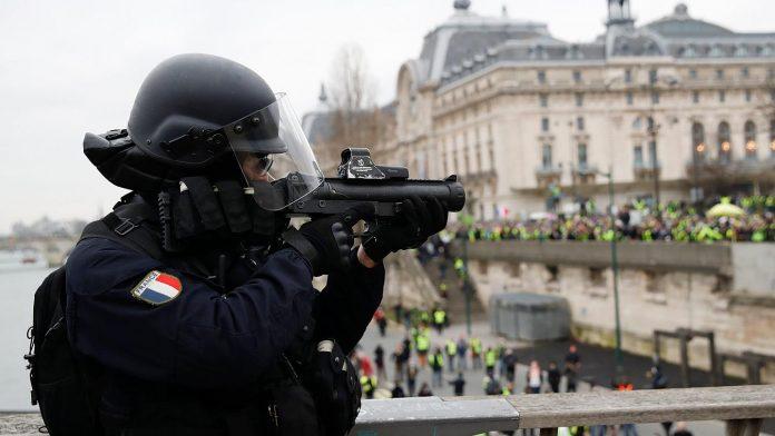 «Ouvrons le feu !» - des policiers appellent à tuer les manifestants qualifiés de «sauvages»2